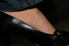 20100411_14_32_20_00336.jpg (pantyhosestrumpfhose) Tags: feet stockings shoes legs pantyhose schuhe nylons strumpfhose collants pantyhoselegs sheerlegs nylonlegs