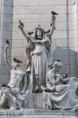 Columbus Circle, NY (monicaneue) Tags: nyc newyorkcity ny statue palomas columbuscircle doves