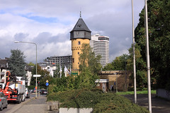 Sachsenhuser Warte - Frankfurt (Stefan_68) Tags: tower germany deutschland hotel hessen frankfurt turm frankfurtammain sachsenhausen hesse stadttor citygate warte stadtturm sachsenhuserwarte leonardoroyal