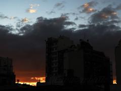 FUEGO EN EL OESTE. CABA. ARGENTINA. (tupacarballo) Tags: sunset sky argentina clouds canon buildings contraluz atardecer edificios backlighting caba tupacarballo canonpowershotg16