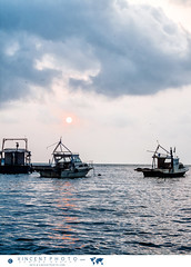 Fishing boats at sunrise in Livingston, Guatemala. (Vincent Demers - vincentphoto.com) Tags: voyage trip travel cloud sun tourism latinamerica water sunrise soleil boat town eau village cloudy guatemala gt bateau fishingboat paysage touristattraction livingston tourisme centralamerica landsape izabal travelphotography amriquelatine nuageux travelphoto leverdusoleil lvingston traveldestination photographiedevoyage amriquecentrale bateaudepcheur photodevoyage lieutouristique travellocation destinationvoyage nuage hotellacasarosada