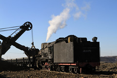 I_B_IMG_6318 (florian_grupp) Tags: china railroad train landscape asia mine desert muslim railway steam xinjiang mikado locomotive coal js steamlocomotive 282 opencastmine sandaoling