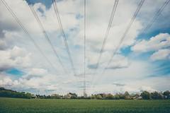 (Bluna0815) Tags: himmel gras mast grn blau ausblick 18mm wolkig kleinstadt fujixe2