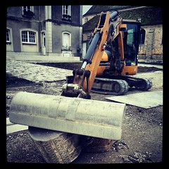 #work#village#SeineetMarne#france#french#road#construction#equipment#bitumen#tar#sand#backhoe#Caterpillar (danielrieu) Tags: road france work french construction sand village equipment caterpillar backhoe bitumen tar seineetmarne uploaded:by=flickstagram instagram:photo=310052979867822063186911192