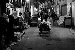 Moving (Tom Levold (www.levold.de/photosphere)) Tags: street people bw iran menschen sw bazaar esfahan carrier basar isfahan lastenträger