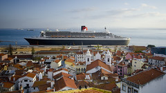 RMS Queen Mary 2, docked in Lisbon, Portugal (Aye right!) Tags: portugal lisbon qm2 oceanliner