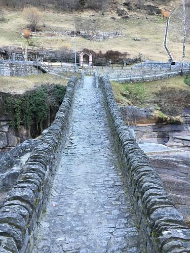 Steinbrücke bei Lavertezzo