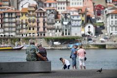 2 amoureux - 2 lovers (Solange B) Tags: voyage trip tourism portugal nikon lovers porto douro seniors retirement tourisme amoureux d800 retraite personnesges solangeb