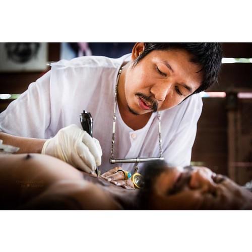 """Ajarn Meuk making the necklace, i.e., Soy Sang Van (สร้อยสังวาร), yant for a follower"" Sak Yant tattoo by Ajarn Meuk www.facebook.com/ajarnmeuk #orangemarcus #iam_orangemarcus #thai #sakyant #ajarnmeuk #tattoo #yantra #tattooart #sakyantmagicaltattoo"