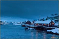 Avond in Svinya (HP003481) (Hetwie) Tags: winter snow nature norway night landscape see vakantie sneeuw natuur zee avond landschap eiland svolvr noorwegen nordland noorderlicht svinya huisjes rorbruer svolvr svinya