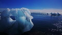 Nubes y hielo (enrique1959 -) Tags: islandia europa playa nubes iceberg isla hielo martes nwn concordians martesdenubes