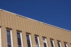 DSC01121 (ZANDVOORTfoto.nl) Tags: 28 dak maart 2016 schade ontruiming bakstenen kromboomsveld28316zandvoort ontruimingivmvallendebakstenenendaklekkage kromboomsveld