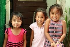 cute girls (the foreign photographer - ) Tags: girls friends cute portraits canon thailand kiss bangkok excited khlong bangkhen thanon 400d
