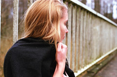 Aenne (Juliet Alpha November) Tags: bridge portrait film analog 35mm fuji jan outdoor superia portrt 200 fujifilm analogue railing brcke fujicolor gelnder reling aenne mundt meifert