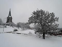 Church, tree, lamp post, car (Eva the Weaver) Tags: winter snow gteborg sweden gothenburg jrnbrott