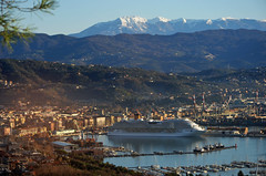 Arrivati al porto di La Spezia (Turm 2) Tags: panorama costa la mar nave porto marino ligure spezia