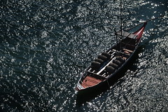 Reflets - Reflections (Solange B) Tags: bateau boat douro eau water reflets reflection lumire light tonneaux barrels vin wine porto portugal ribeira tourisme tourism voyage trip nikon d800 solangeb solangebelon