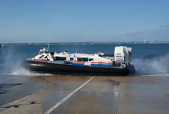 GH2142 Solent Express departing Ryde 2011-05-21 (5) (SewKneeAid) Tags: hovercraft ryde bht130 hovertravel solentexpress gh2142