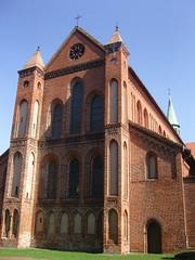 Am Kloster Lehnin, Brandenburg ... (bayernernst) Tags: park deutschland kirche september brandenburg klosterkirche 2013 lehnin klosterlehnin 07092013 snc17013