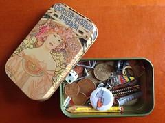 Tesorillos - Abril dia 10 (Micheo) Tags: dice pencil treasure coins box lapiz pins caja nails basura rubbish collect dado iphone coleccion tesoros monedas cajita iespadremanjon april30pictures