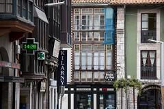 Llanes, 12 14:20 (ramosblancor) Tags: travel streets cities asturias villages ciudades balconies pueblos llanes humans calles viajar humanos balcones