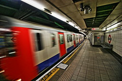 MONUMENT (P.J.S. PHOTOGRAPHY) Tags: london monument station train underground transport tube