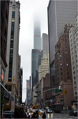 """Et voici, avec sa tte dans les nuages, l'immeuble qui a dtrn """"One57"""": 432 Park Avenue, un gratte-ciel rsidentiel gant. Ce btiment possde une hauteur d'environ 420 mtres, 147 appartements. C'est  ce jour l'un des plus hauts btiments des E-U, ... (Barbara DALMAZZO-TEMPEL) Tags: nyc manhattan midtown crownbuilding gratteciel immeubles 432parkavenue"""