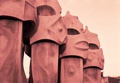235 (kosmekosme) Tags: barcelona street city building architecture de casa los spain jardin unesco gaudi gaud antoni passeig grcia pedrera casamil lapedrera mil antonigaud passeigdegrcia jardindelosgauerreros gauerreros