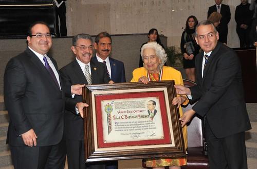 El gobernador Javier Duarte de Ochoa entregó la  Medalla Adolfo Ruiz Cortines a Lilia Caritina Berthely Jiménez.