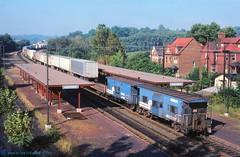 .CR 21122 , caboose, Greensburg, PA. 11-06-1984 (jackdk) Tags: nyc railroad station train railway el caboose trailer cr conrail railroadstation erielackawanna newyorkcentral tofc trailertrain n7b n7d pittsburghmainline caboosen7b caboosen7d