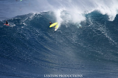 Francisco Porcella Jaws bail (Aaron Lynton) Tags: canon hawaii surf maui surfing 7d jaws xxl peahi bigwave lyntonproductions