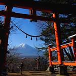 Mount Fuji view from Arakura Sengen Shrine main gate thumbnail