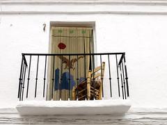 Para ver la gente pasar (Micheo) Tags: white ventana chair balcony pueblo silla balcn nerja baranda