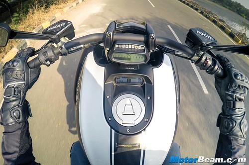 2016-Ducati-Diavel-01