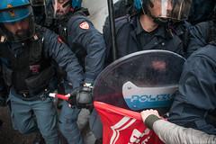 Sgombero Social Log (Zeroincondotta) Tags: casa bologna polizia manifestazione cariche sportello sgombero sfratti sociallog
