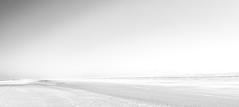(MaxPa.) Tags: light beach strand licht sand meer europa zee bergen schwarz aan niederlande weis