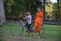 Cambodia 2015 (Marianne Zumbrunn) Tags: light orange sun color bike bicycle evening nikon cambodia kambodscha friendship monk tamron depth angkorthom 2470mm 2015 d610 tamron2470mm nikond610