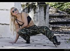 Jvenes Guerreras XIV - 5/5 (Pogdorica) Tags: sexy chica retrato modelo militar rubia isabel sesion mili soldado uniforme castell posado