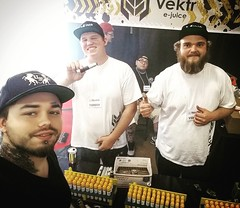 Hanging out with the VEKTR crew at the MD Vape Expo! #vape #drippers #vapeporn #clouds #club #mecahnicalmods #vapesavagely #coils #thisiswhatwelivefor #subohms #builds #boxmods #rda #doyouevenvape #ejuice #authentic #cloudporn #vapingisnotacrime #clapton (john_mcrockville) Tags: bar club clouds maryland rda cloudporn coils clapton authentic builds thelegion collegepark imol vape drippers ejuice thisiswhatwelivefor vapeporn boxmods subohms dripsociety vapingisnotacrime doyouevenvape drippersvaporium mdvapeexpo mecahnicalmods vapesavagely edmjuice