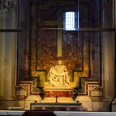 La Piet vaticana  una scultura marmorea (altezza 174 cm, larghezza 195 cm, profondit 69 cm) di Michelangelo Buonarroti, databile al 1497-1499 e conservata nella basilica di San Pietro in Vaticano a Roma. Si tratta del primo capolavoro ed   anche l'uni (maresaDOs) Tags: italy rome roma italia vaticano michelangelo pieta scultura marmo 2016