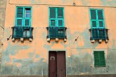 Cagliari (Erica Congia) Tags: sardegna verde casa italia porta colori architettura cagliari paesaggio sud finestre sfondo antichit sudsardegna