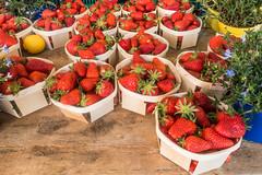 20160415 Provence, France 02273 (R H Kamen) Tags: food france retail fruit strawberries abundance marketstall vaucluse foodmarket carpentras plentiful provencealpesctedazur rhkamen