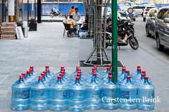 Fight the thirst (10b travelling) Tags: composition asian asia asien southeastasia vietnamese vietnam asie hcm saigon hochiminhcity abundance waterbottle indochine indochina sgn 2015 tenbrink carstentenbrink iptcbasic 10btravelling
