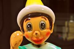 www.unaialberdi.com (UNAI ALBERDI ALONSO) Tags: original light color colour luz nikon retrato infantil mueco diferente objeto maquina figura