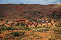 Highlands, Madagascar, 2011 (Photox0906) Tags: africa houses red orange brown beauty landscape rouge countryside highlands village maisons terracotta hill champs dry fields afrika sec paysage habitat marron campagne madagascar brun colline ocre afrique habitations malagasy chaume malgache pis rn7