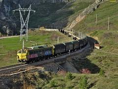 251 (firedmanager) Tags: train tren locomotive león mitsubishi locomotora ferrocarril freighttrain renfe trena 251 puertodepajares railtransport renfemercancías