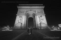 Arc de Triomphe (Stefan Lambauer) Tags: city cidade bw paris france night frana noturna fr arcdetriomphe 2015 placecharlesdegaulle stefanlambauer arcodotriumfo arcdetriomphedeltoile