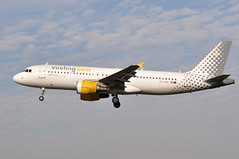 EC-KHN   BCN (airlines470) Tags: airport bcn msn airlines a320 vueling 3203 eckhn a320216