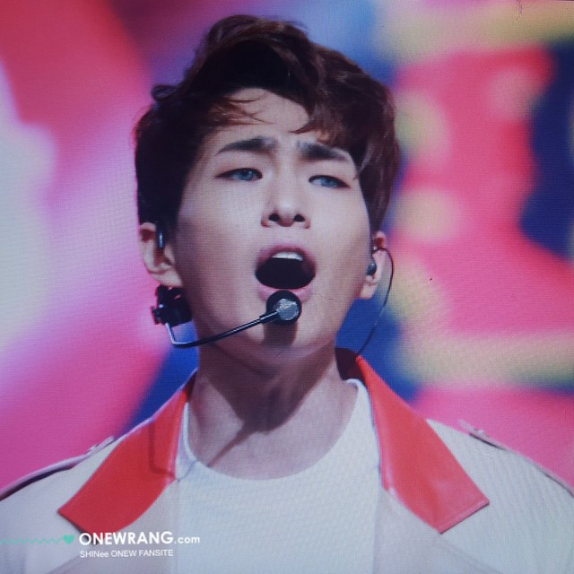 160121 Onew @ Golden Disc Awards 24516995656_158196ab0a_z