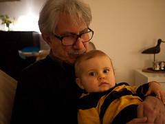 Dans les bras de Pouna (Dahrth) Tags: portrait baby bokeh grandfather bb grandpre gf1 panasoniclumixgf1 lumix20mm 20mmpancake gf120